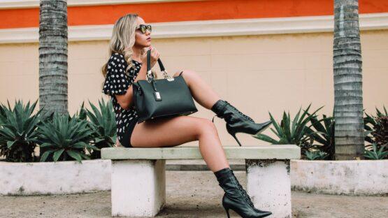 Hos DEPECHE finder du bl.a. en pung til kvinder og en shopper taske i høj kvalitet