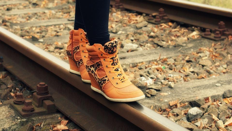 Køb flotte snørestøvler og sneakers til kvinder i god kvalitet hos SKOWOLTER