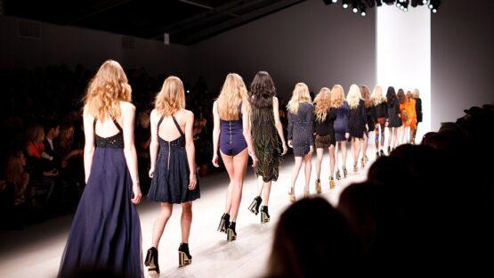 Designer kjoler og pels jakker hos Buch Copenhagen