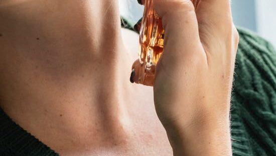 Stort udvalg af negle produkter såsom et Semilac gel polish startsæt hos NR Kosmetik