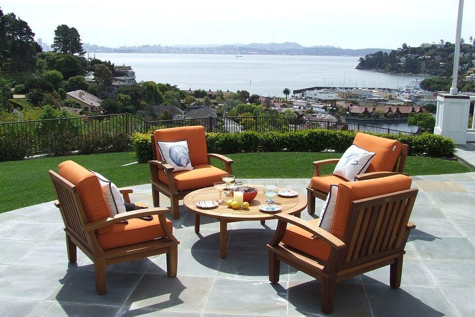 Find flotte haveborde og lounge havemøbler til terrassen hos Direkte Import